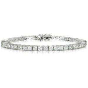 Sparkling 4.5 ct round brilliant prong set diamond